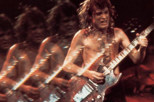 Angus Young (AC/DC): las guitarras que te llevarán a tocar las campanas del infierno