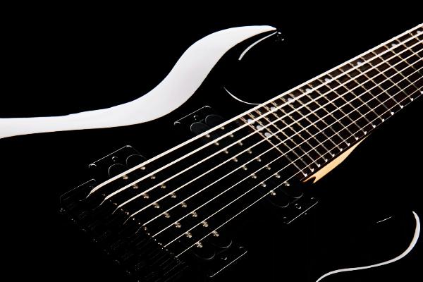 Las mejores guitarras de 7 y 8 cuerdas por menos de 1000€ en 2020