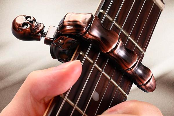 Asmuse Skeleton Capo: ¿La cejilla de guitarra definitiva?
