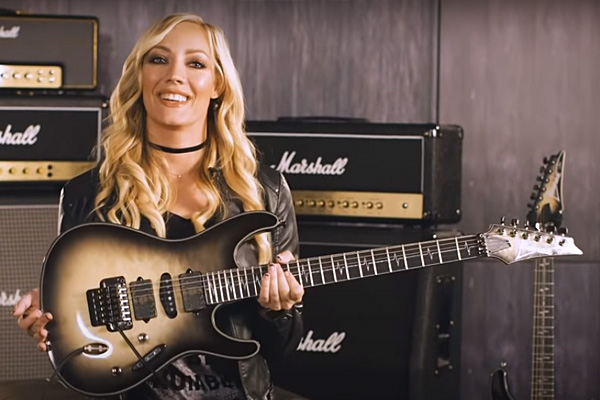 Nita Strauss: Las guitarras y amplificadores de la guitarrista de Alice Cooper. ¡Girl power!